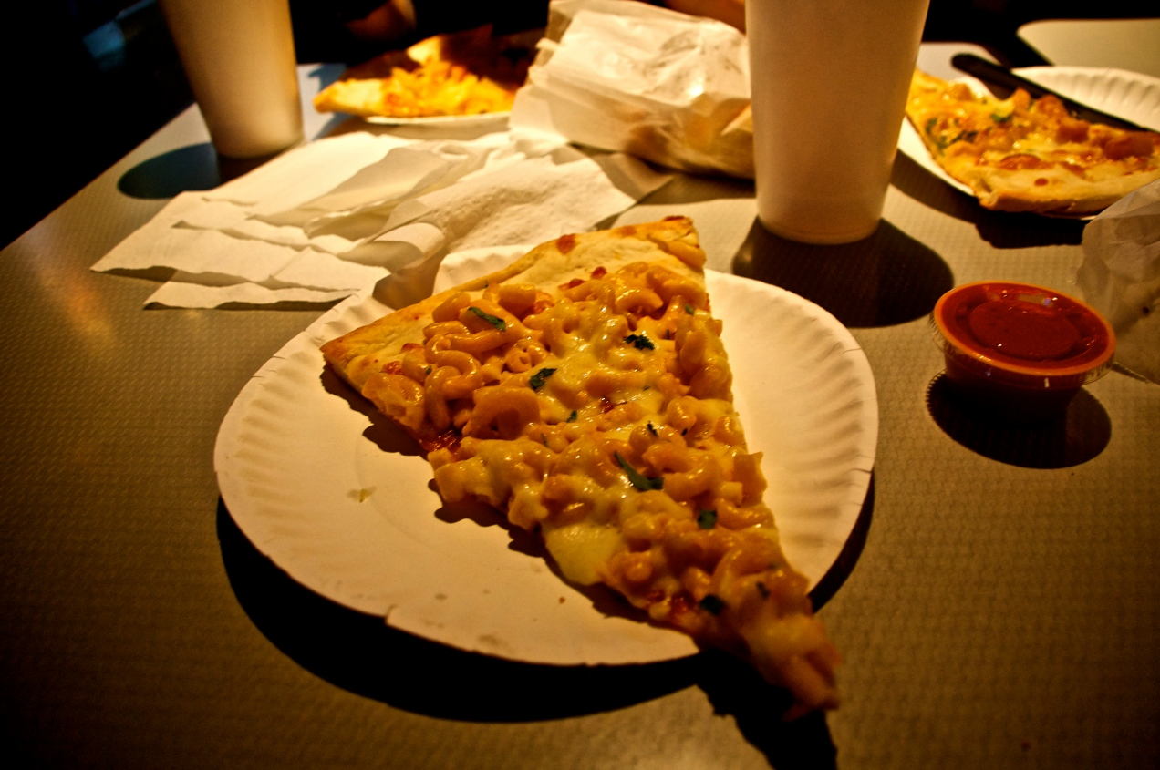 Mac-N-Cheese Pizza - Maxi's, Philadelphia, PA